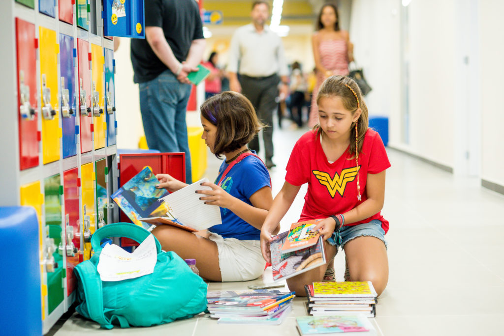 O Ensino Fundamental Anos Finais leva o estudante a um novo patamar de conhecimento. Paralelamente, ele precisa lidar com mudanças hormonais e físicas.